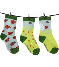 http://www.flying-mama.com/wp-content/uploads/2013/01/chaussettes-depareillees-giselle-la-coccinelle.jpg
