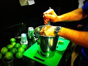 préparer une caipirinha